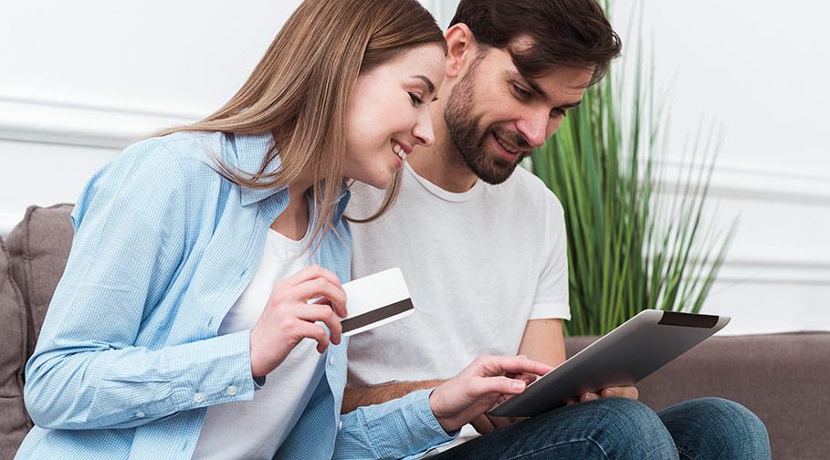 Vad kostar ett kreditkort på resan?